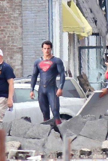 henrycavillsupermanmanofste-1-do-superheroes-really-need-capes-jpeg-67710